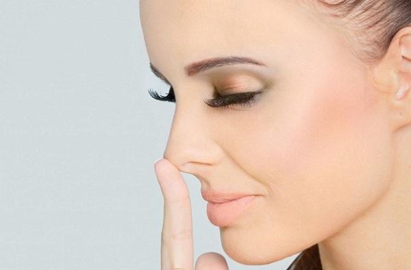 Помимо формы лица, макияж также поможет в визуальной коррекции формы носа