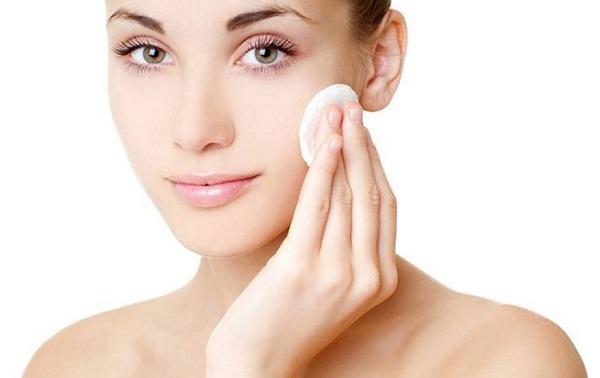 Очистка кожи лосьоном перед нанесением маски улучшит ее действие