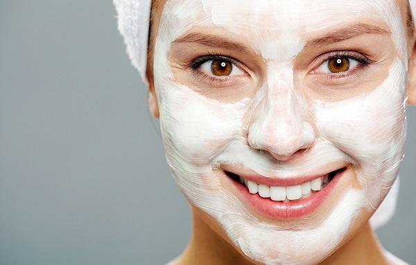 Вместе с полисорбом можно использовать йогурт для омолаживающей маски