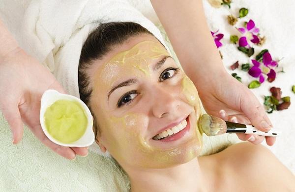 Перед применением маски на основе меда, во избежание осложнений следует выяснить, нет ли у Вас на него аллергии
