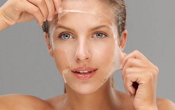 Рекомендуется применять маску-пленку для ухода за любым типом кожи