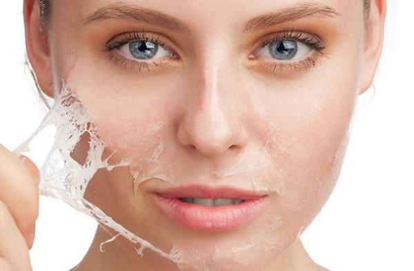 Маска-пленка применяется для чистки пор и уходом за лицом