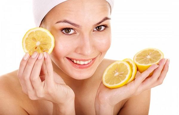 Для приготовления маски для жирной кожи прекрасно подойдет лимон