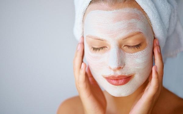 Эффективным средством для сужения пор является маска для лица