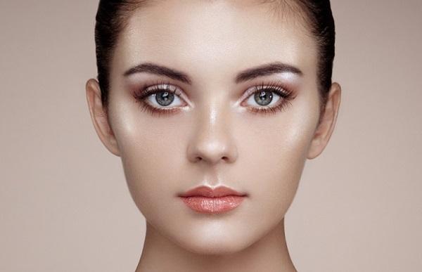 Однако влажный макияж может быть использован в качестве повседневного