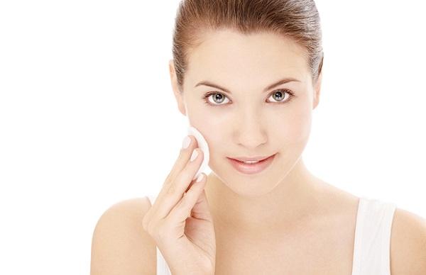 Перед нанесением маски лицо необходимо очистить