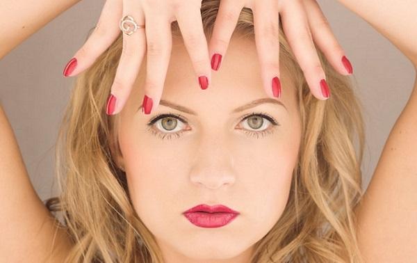 С помощью макияжа полное лицо можно сделать более выразительным