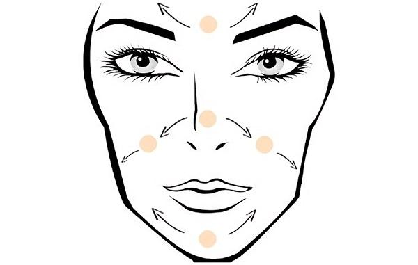 Правильно нанесенный праймер позволяет создать ровную поверхность лица
