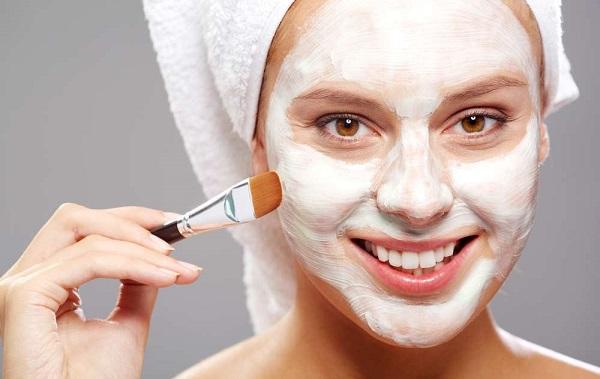 Самостоятельно можно также приготовить отбеливающую маску