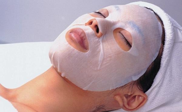 Не меньшими полезными свойствами для кожи обладают и тканевые маски