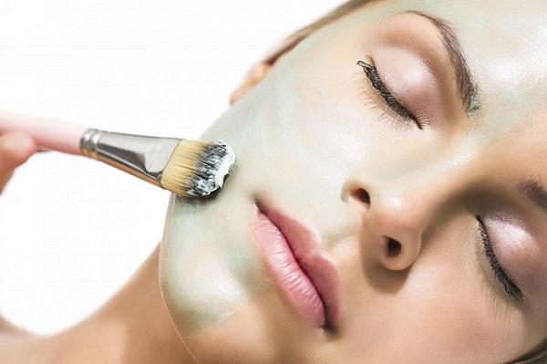Использование успокаивающей маски поможет восстановить кожу лица и сохранять ее в хорошем состоянии
