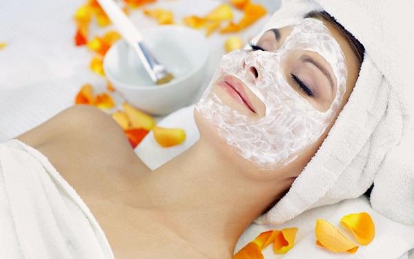Для должного эффекта маску следует оставлять на лице не более двадцати минут