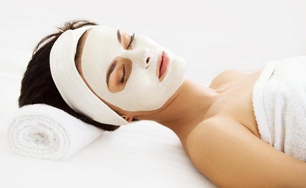 Нанесенная маска должна оставаться на лице около четверти часа