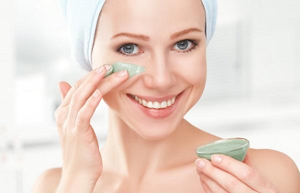 Для ухода за проблемной кожей может применяться гоммаж и дневной крем