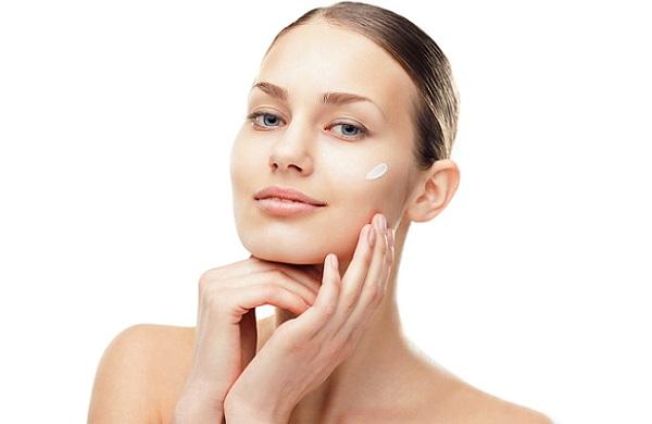 После снятия маски необходимо обработать лицо дневным кремом