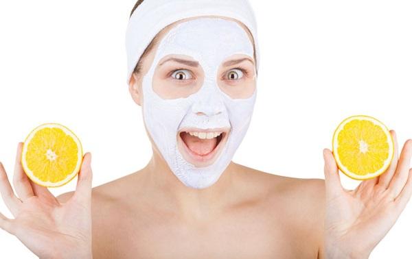 В основе освежающих масок может быть лимон, способствующий очищению кожи