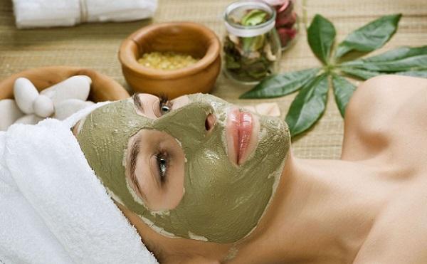 Помимо овощей и ягод, маски можно изготовить из различных трав