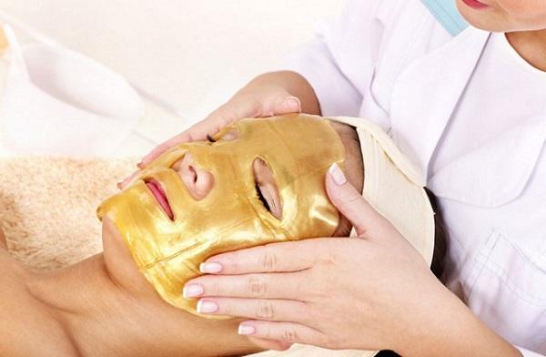 При нанесении маски важно делать это равномерно по всему лицу