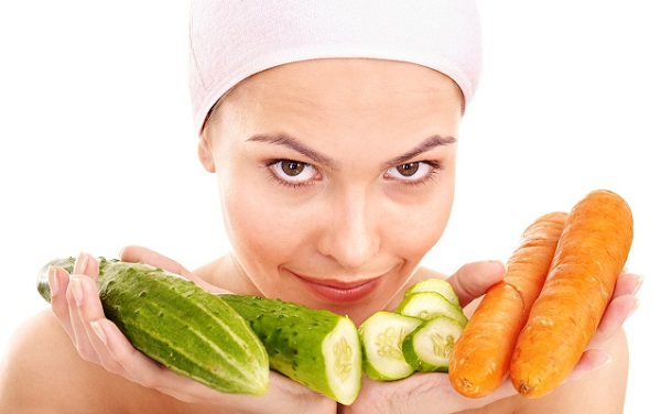 Придать коже тонуса способна маска из огурца с морковкой