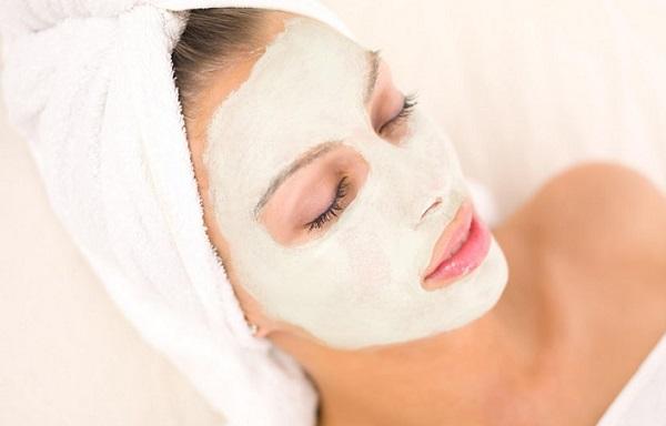 Насытить кожу витаминами и вернуть ей прежнее состояние поможет освежающая маска