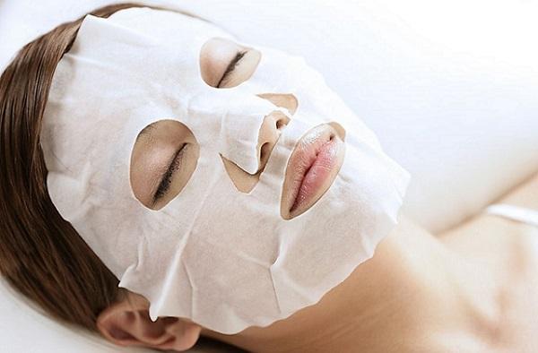 Тканевая маска может быть пропитана различными составами
