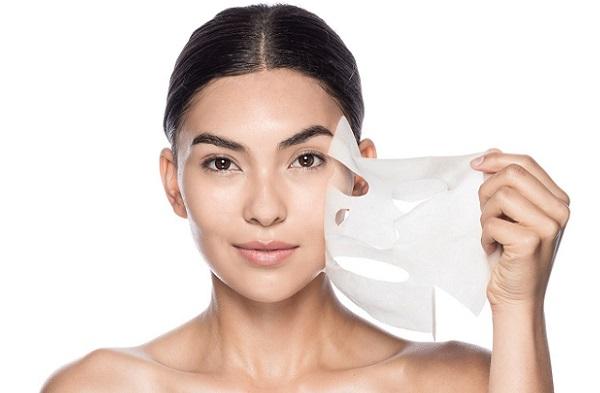 Тканевые маски просты в обращении и обеспечивают прекрасный уход за кожей