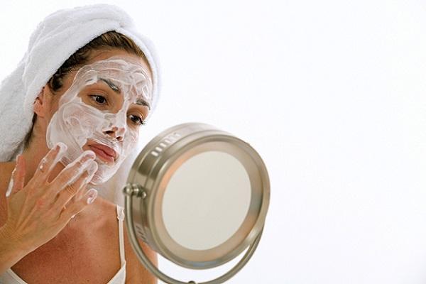 При пигментных пятнах можно применять маску на основе творога