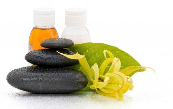 Для омоложения кожи лица также используется масло иланг иланг