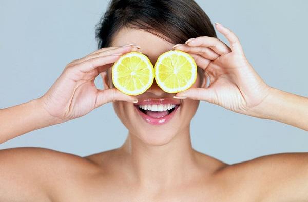 Маска с добавлением лимона способна придать тонуса коже лица