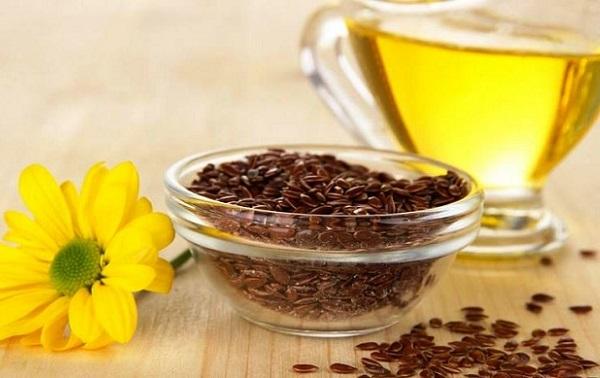 Масло льна в неочищенном виде имеет ряд полезных элементов в своем составе, которые необходимы для кожи лица