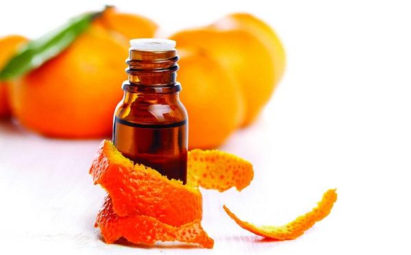 При сухости кожи рекомендуется использовать эфирное масло апельсина