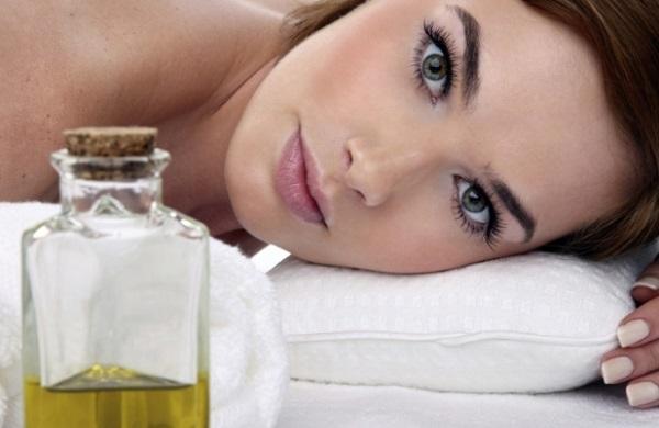 Маски с маслом чайного дерева подойдут для жирного типа кожи
