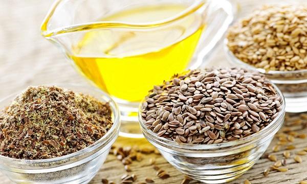 Для ухода за кожей лица следует использовать неочищенное льняное масло