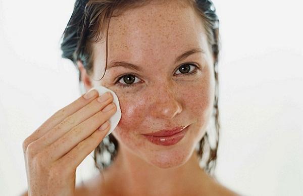 Чтобы избавиться от веснушек на лице, рекомендовано применять облепиховое масло