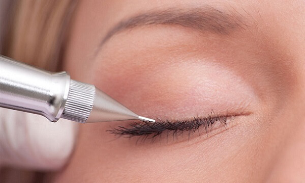 Нанесение макияжа на веко