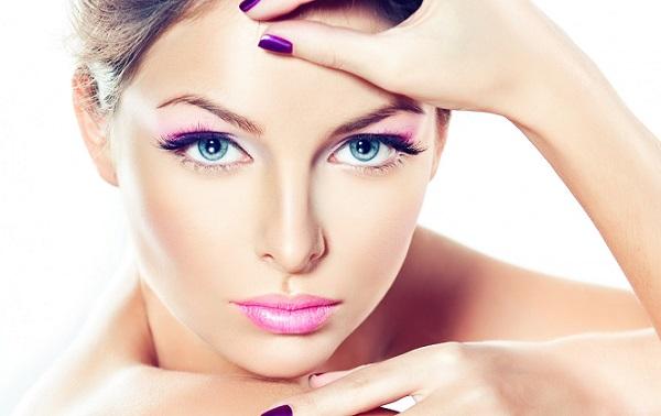 Фиолетовые цвета в макияже голубоглазых