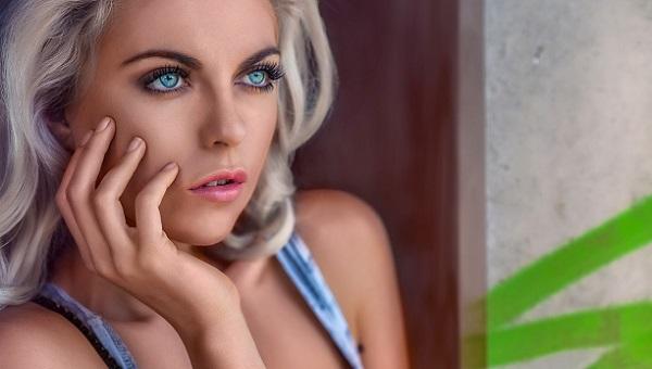 Легкий дневной макияж для голубоглазых