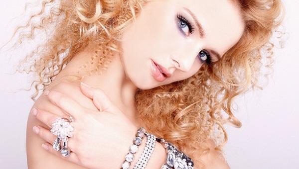 Легкий макияж для голубых глаз и рыжих волос
