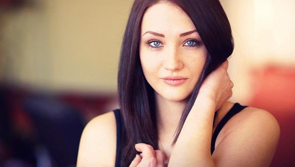 Легкий макияж голубых глаз