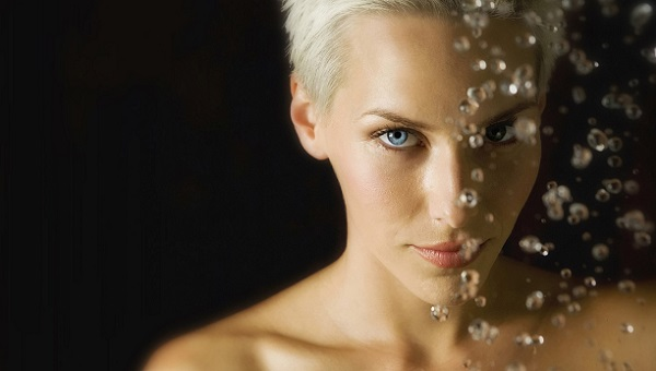 Легкость в макияже для голубых глаз