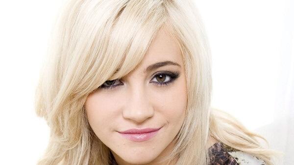 Макияж для блондинки с зелено-карими глазами