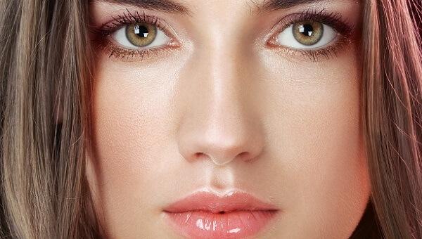 Макияж для темных волос с каре-зелеными глазами