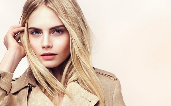 Монохромный макияж для голубых глаз