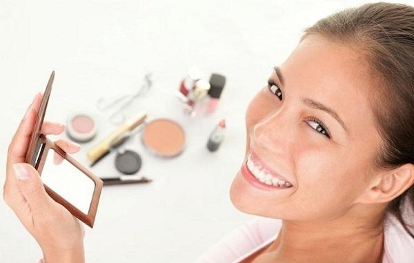 Нанесение дневного макияжа для карих глаз