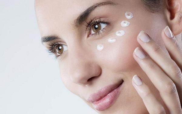Уход за кожей лица перед нанесением макияжа