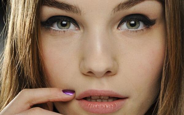 Вечерний макияж для русых волос и зеленых глаз