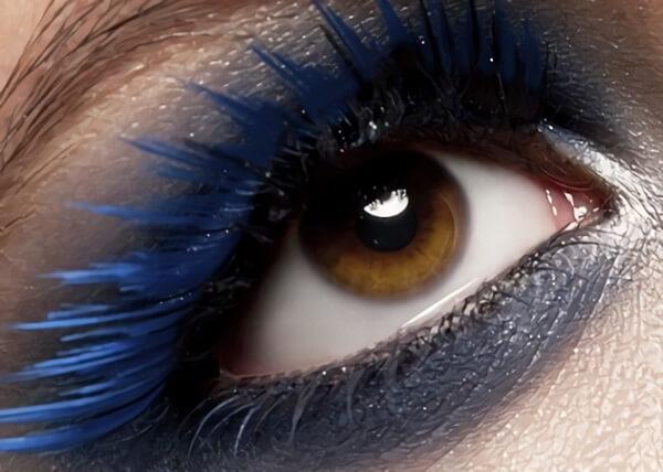 Яркая тушь для карих глаз