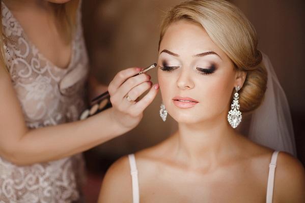 Дымка на глаза в свадебном макияже