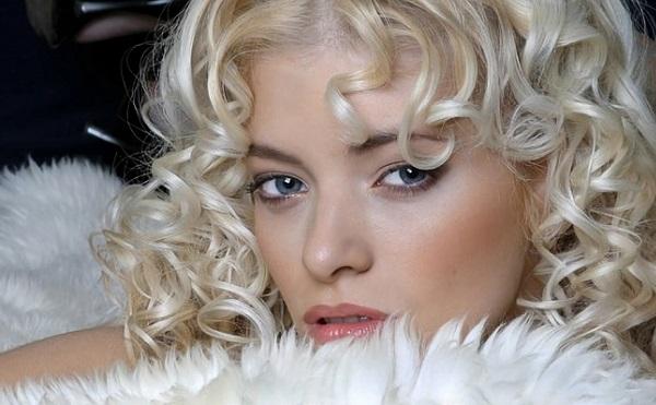 Макияж для блондинки с серо-голубыми глазами