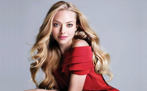 Макияж для светлых волос и красного платья